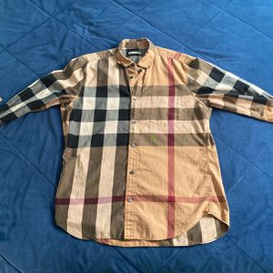 Burberry Medium Size Long Sleeve for Sale in Itasca, IL