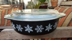 Pyrex black snowflake large casserole dish with top for Sale in Boynton Beach, FL
