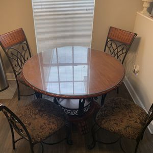 Wood Breakfast Table - Seats 4 for Sale in Kissimmee, FL