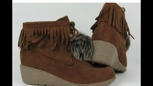 Kids Girls toddler shoes fringe winter boots size 11 for Sale in Tampa, FL