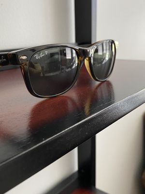 Like New Rayban Wayfarer polarized sunglasses for Sale in Somerville, MA