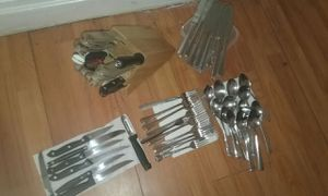 kitchen set everyhing in pic 30$ for Sale in Pittsburgh, PA