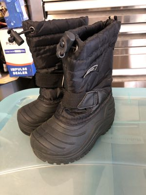 Boys & Girls Snow Boots ( size 7 & 7/8) for Sale in Tracy, CA