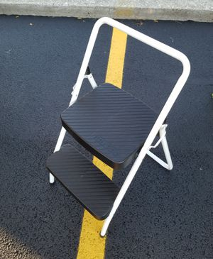 2-STEP FOLDING STEP LADDER for Sale in Chicago, IL