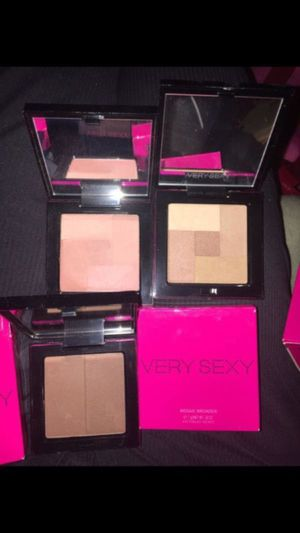Victoria's Secret Very Sexy Mosaic Bronzer, Mosaic Blush, and Finishing Powder Duo - all new in box (sell individually or in Lot) for Sale in Renton, WA