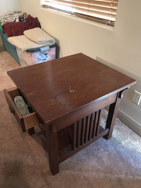 Coffee table with (2) side tables