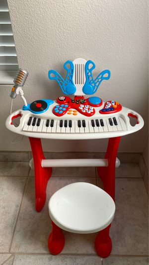 Keyboard with microphone and chair for Sale in Chula Vista, CA
