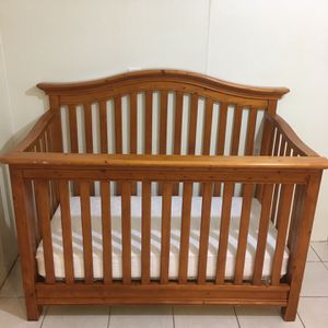 Convertible Crib with Mattress, Toddler Rail AND Bed Rails for Sale in Staten Island, NY