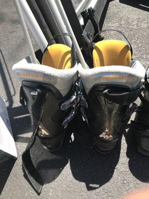 Salomon ski boots size 101/2 men for Sale in Naperville, IL
