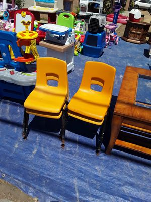4 kids chairs for Sale in Fresno, CA