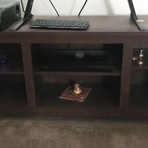 "Tv Stand Dimensións 70""x16"" for Sale in Hayward, CA"