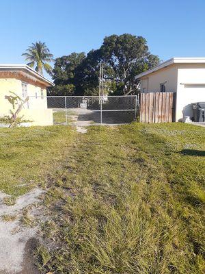 Yarda para rentar barcos y motorhome for Sale in Carol City, FL