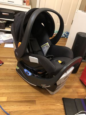 Newborn- 2 years old Fit2 car seat and 2 car base attachment for Sale in Tucker, GA