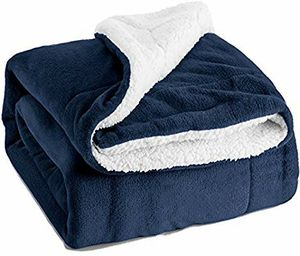 BEDSURE SHERPA FLEECE NAVY BLUE PLUSH THROW BLANKET for Sale in Los Angeles, CA