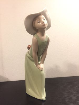 """Lladro """"Curious Girl with Straw Hat"""" Figurine for Sale in Brooklyn, NY"""