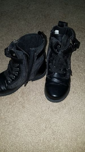 Toddler girl size 11 boots for Sale in Troy, MI