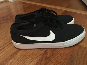 low top nike's for Sale in Silver Spring, MD