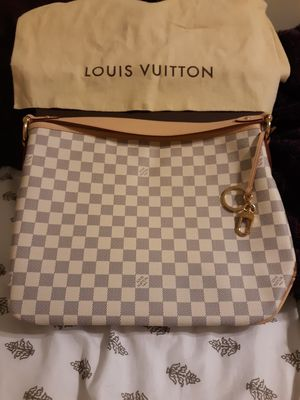Louis Vuitton bag for Sale in Newport News, VA
