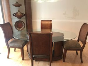 Raymour & Flanagan 6 piece dining room. for Sale in MONTGOMRY VLG, MD