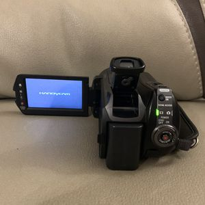 Sony SR12 120 GB Camcorder LOTS OF EXTRAS SEE DESCRIPTION for Sale in Staten Island, NY