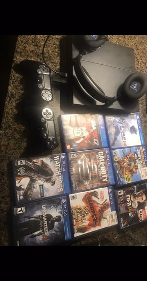 PS4, 8 games, two controller and headphones for Sale in San Diego, CA