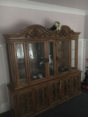 China cabinet that lights up for Sale in Bratenahl, OH