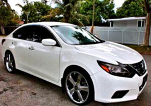 CLEAN TITLE 2O15 ALTIMA SL I4 for Sale in High Springs, FL