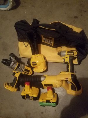 BRAND NEW DEWALT NANO LITHIUM-ION 18 VOLT SET BOTH BATERIES DON'T CHARGE + BAG INCLUDED for Sale in Ceres, CA