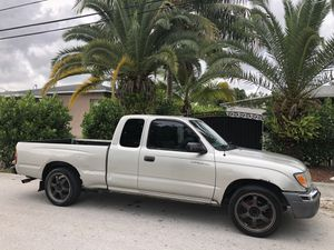 2001 Toyota Tacoma SR5 for Sale in Coral Gables, FL