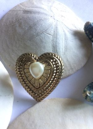 "1 1/8"" Vintage Taiwan Artsy heart faux pearl pin brooch antique plastic silver tone. for Sale in Sacramento, CA"