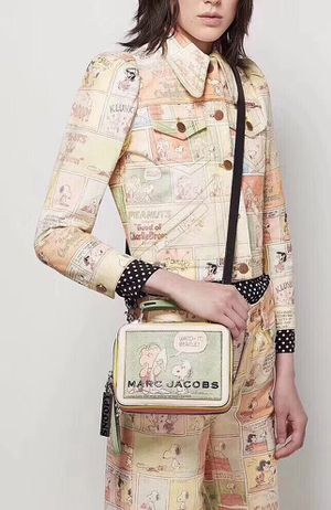 PEANUTS® X MARC JACOBS THE BOX BAG LIMITED EDITION COMPLETELY SOLD OUT for Sale in Renton, WA