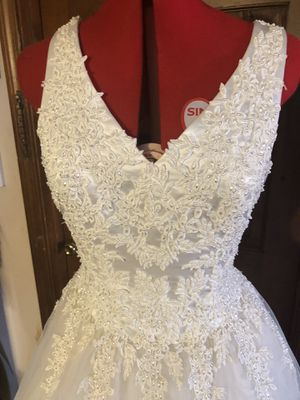 Beautiful Sleeveless Wedding Dress for Sale in Norwood, MA