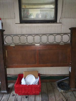 Queen bed frame for Sale in Tupelo, MS