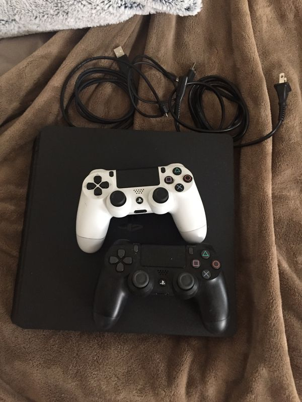 Ps4 bundle. 2 controllers and 23 games