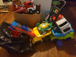 A lot of toys. All x 45 dlls. They are BIG. Todos los juguetes primera foto. Por 45 dlls. Son grandes. for Sale in Houston, TX