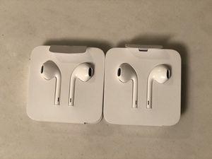 Apple headphones (Wired-Lighting Plug) for Sale in Norwalk, CA