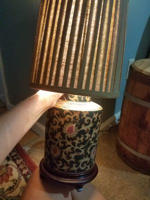 A beautiful Medium size Vintage Lamp for Sale in Macon, GA