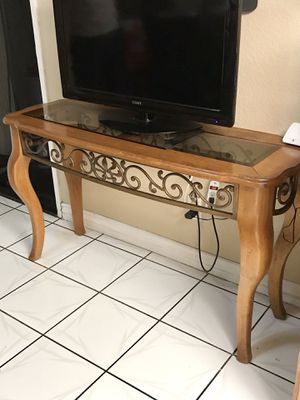 Console Table | Solid Wood with Metal Art | Very Pretty | Se habla español 🦋 for Sale in Chino, CA