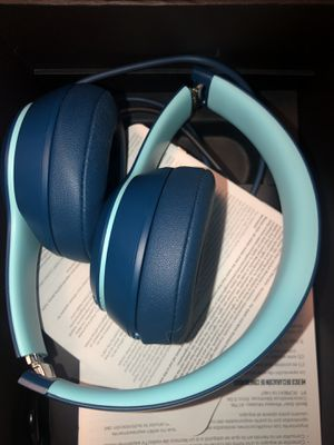 Beats Solo 3 Wireless by Dr. Dre for Sale in St. Louis, MO