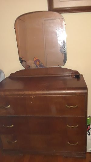 Antique Dresser for Sale in Ford, KY