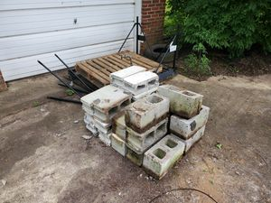 FREE CINDER BLOCKS (WHOLE and PIECES) for Sale in Nashville, TN
