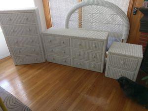 Wicker Queen Bedroom set w/ box spring for Sale in Long Beach, CA