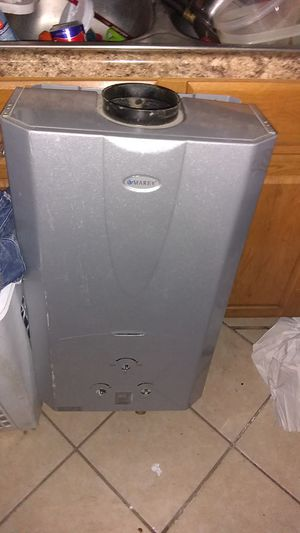 Mary tankless hot water heater 3.5 gpm for Sale in East Alton, IL
