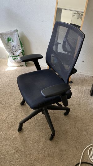 Steelcase office chair w Ultra smooth casters for Sale in San Jose, CA