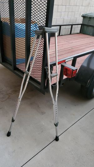 Crutches FREE for Sale in San Gabriel, CA