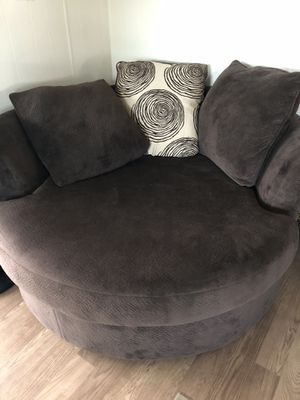 Large round chair for Sale in Fort McDowell, AZ