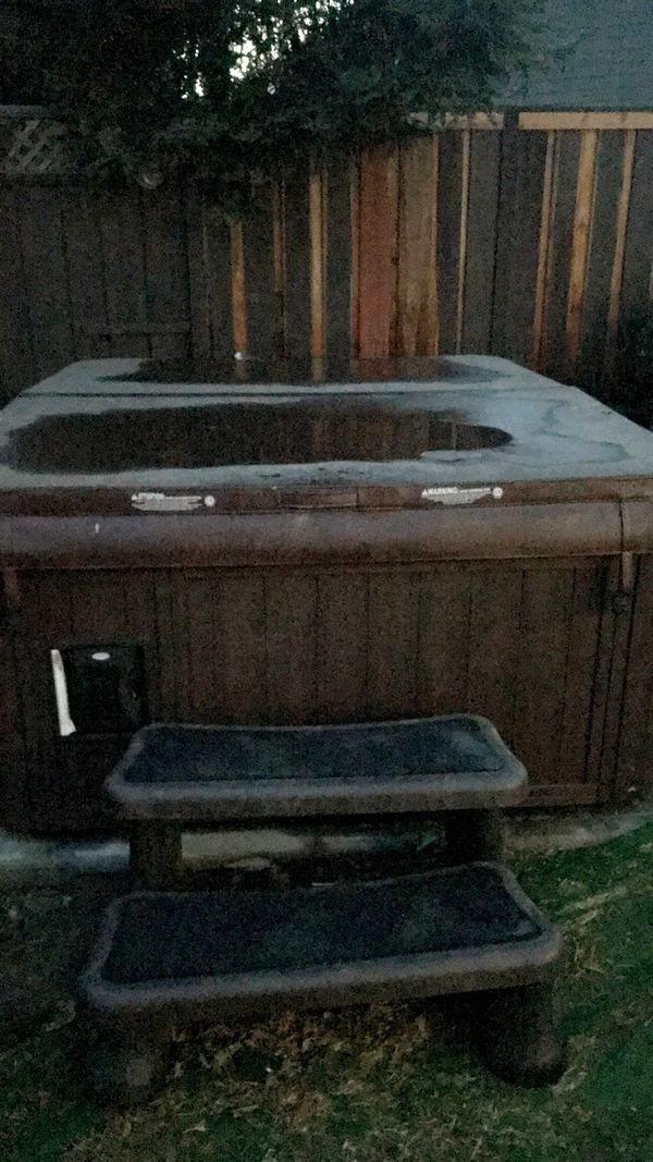 Never used mint condition Sundance monteclair HOT TUB