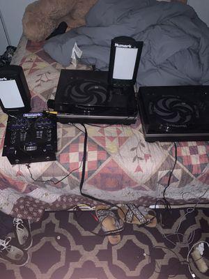 Numark dj set 2 turn tables / 2 speakers for Sale in San Diego, CA