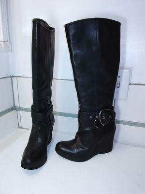 Nine West Black Leather Knee High Boots. Pull on with side zip. Size 7 m for Sale in Long Beach, CA