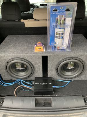 Skar audio 10s in box with 350.1d rms amp and 2 Farrah capacitor for Sale in Columbus, OH
